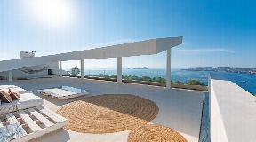 Spectacular villa with a modern architecture in Cala Moli
