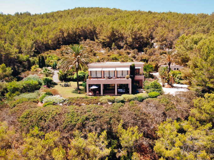 Luxury villa high up in the mountains with land and sea view