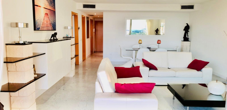 Luxurious flat in first line to the harbour with frontal views towards Dalt Vila
