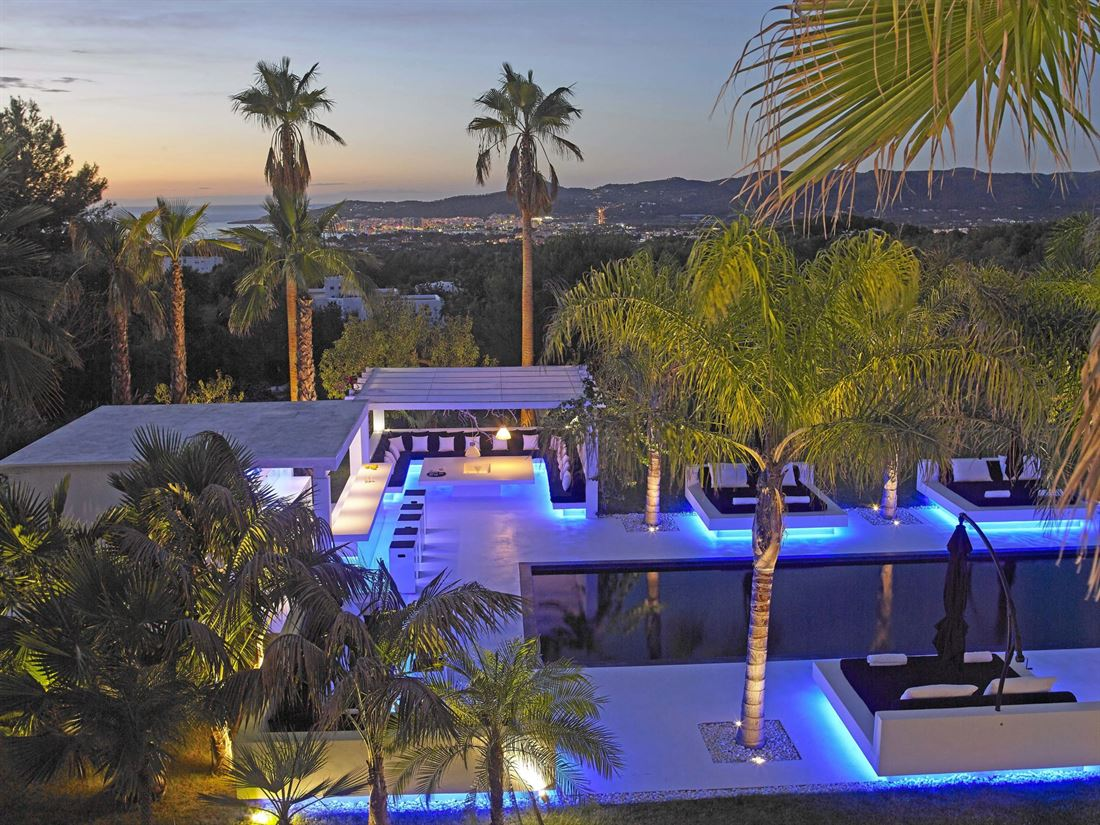 Stunning designer villa with amazing views in San Agustin for sale