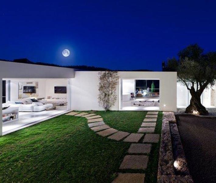 Beautiful modern 450 m2 villa with rustic overtones and beautiful views