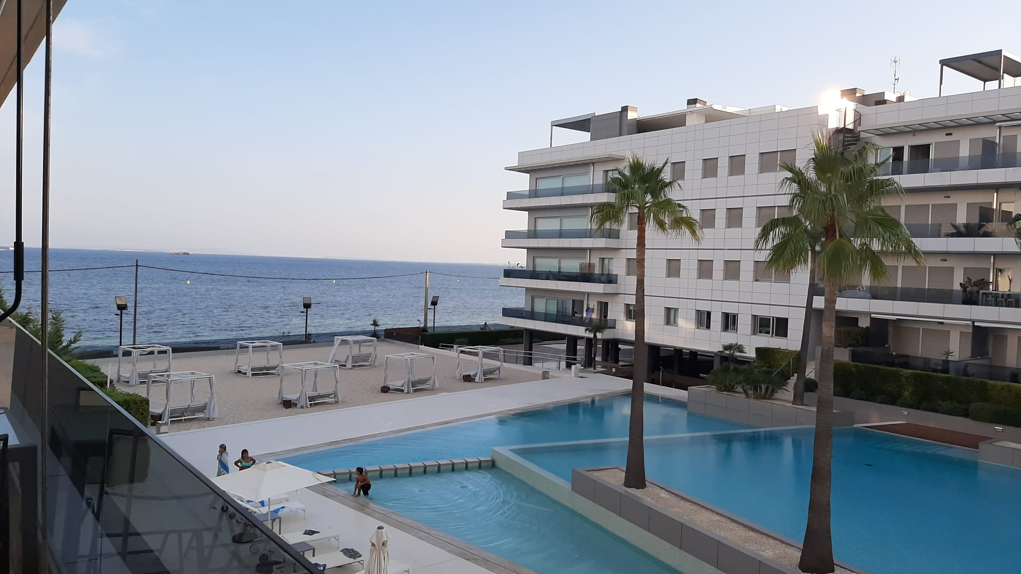 Magnificent apartment in a high standing residential of 3 rooms with sea views