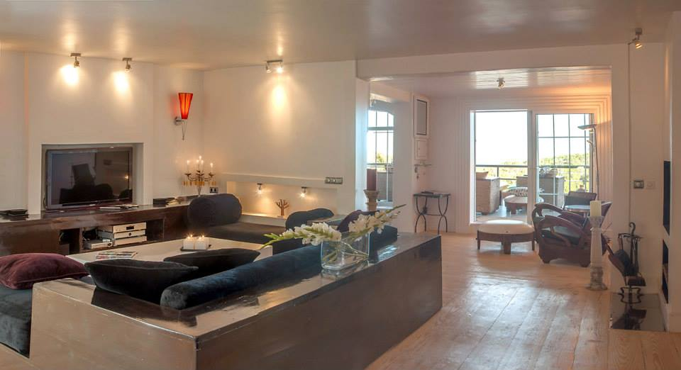 Villa with 2 guest houses and sea views in the hills of San Agustin