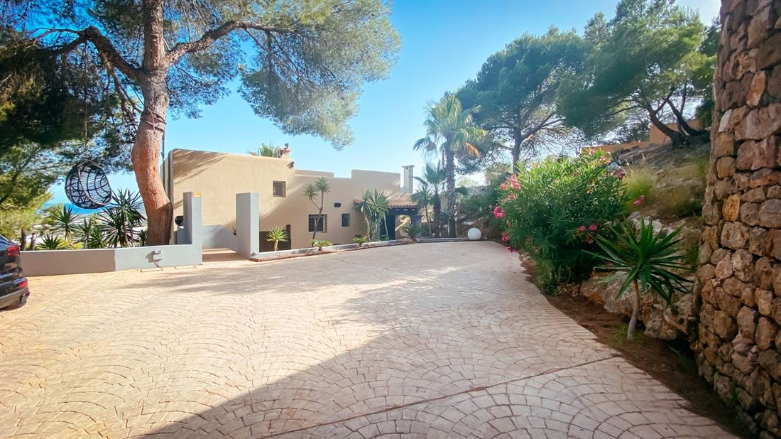 Finca on the mountain of Sa Carocca with rental licence