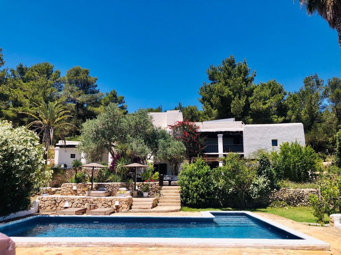 Beautiful finca completely renovated in San Jose with splendid views to the fields and sea