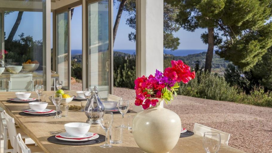 Large luxury villa for sale near to Morna Valley with sea views