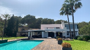 Beautiful luxury villa with large living space and amazing views for sale