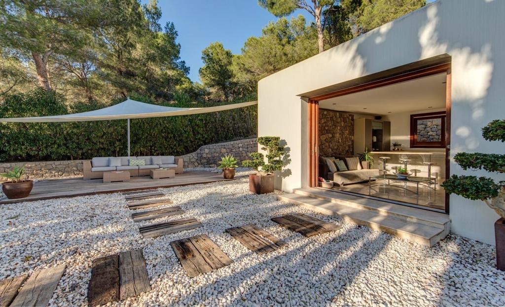 Beautiful villa in Cala Jondal with magnificent sea views and walking distance to the beach