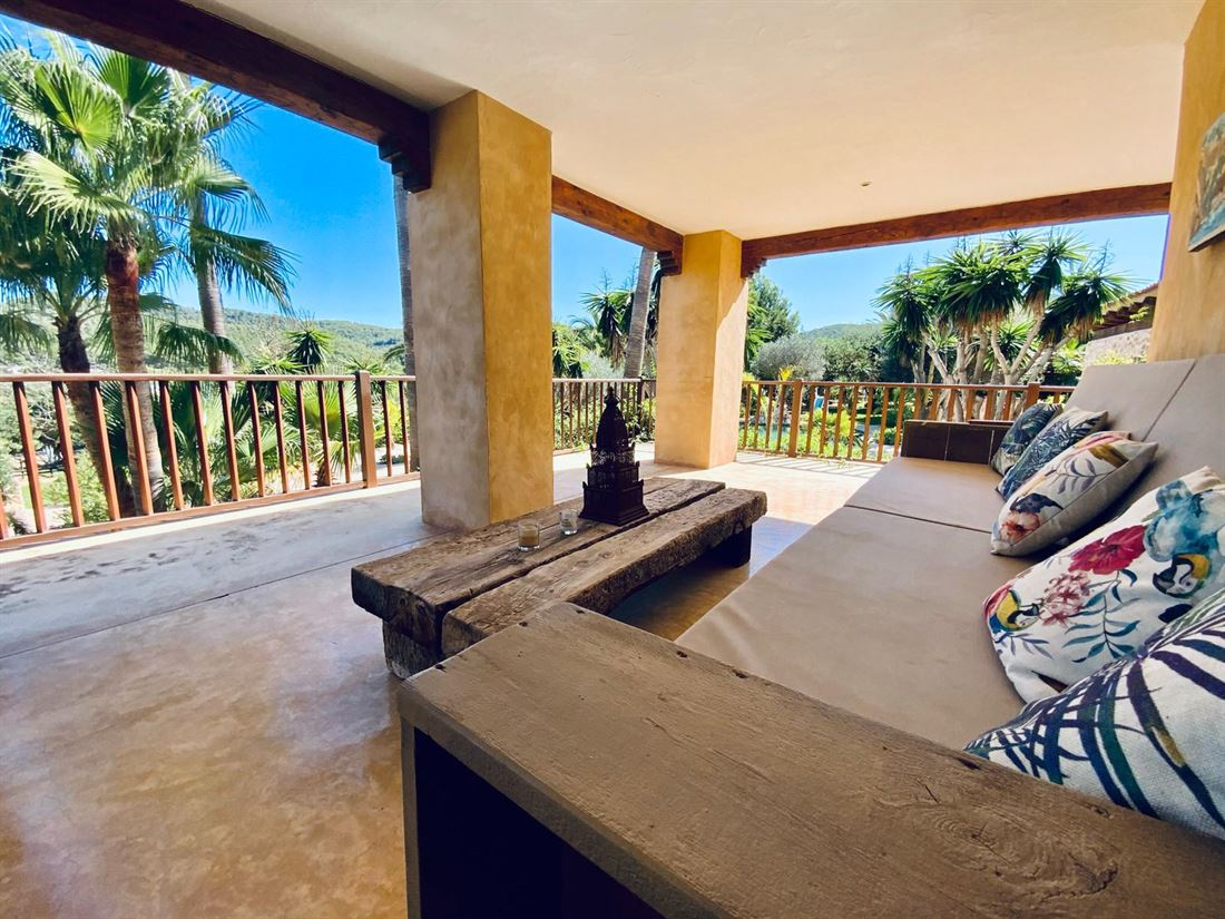 Large finca with nice view and horse stables near San Agustin