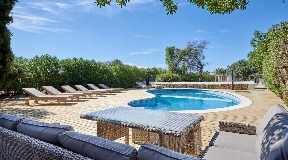 Spacious villa very close to the town with 2 guest bungalows and rental license