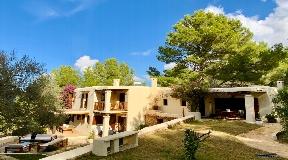 Spacious villa in attractive Ibicencan style for sale near Ibiza