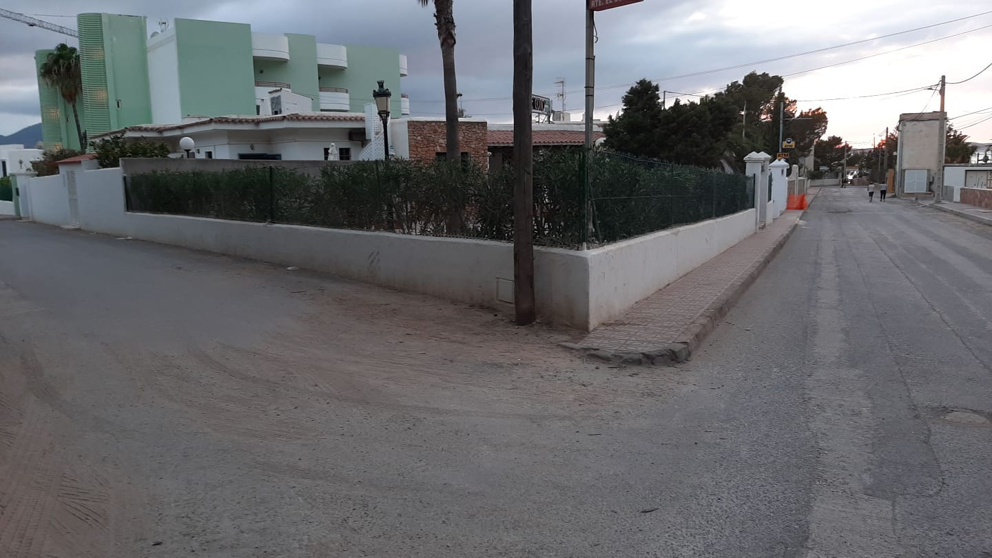 Land of 1000m2 with license for the construction of 9 apartments