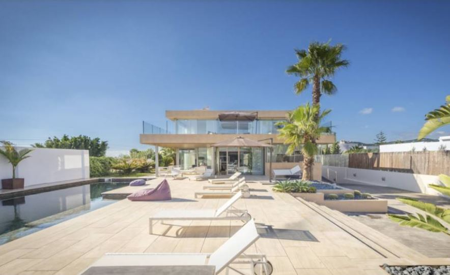 This beautiful 4 bedroom house for sale in Sa Carroca -Ibiza