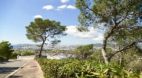 Urban plot of 2500 m2 in Can Rimbau with nice views for sale