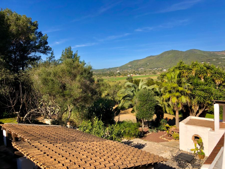 Fantastic renovated finca in Morna Valley with views on a farmed land of 8000 m²