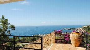 Villa for sale with fantastic sea views in Roca Lisa