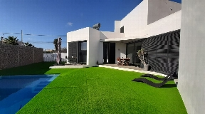 House in Sant Jordi with annex and swimming pool for sale