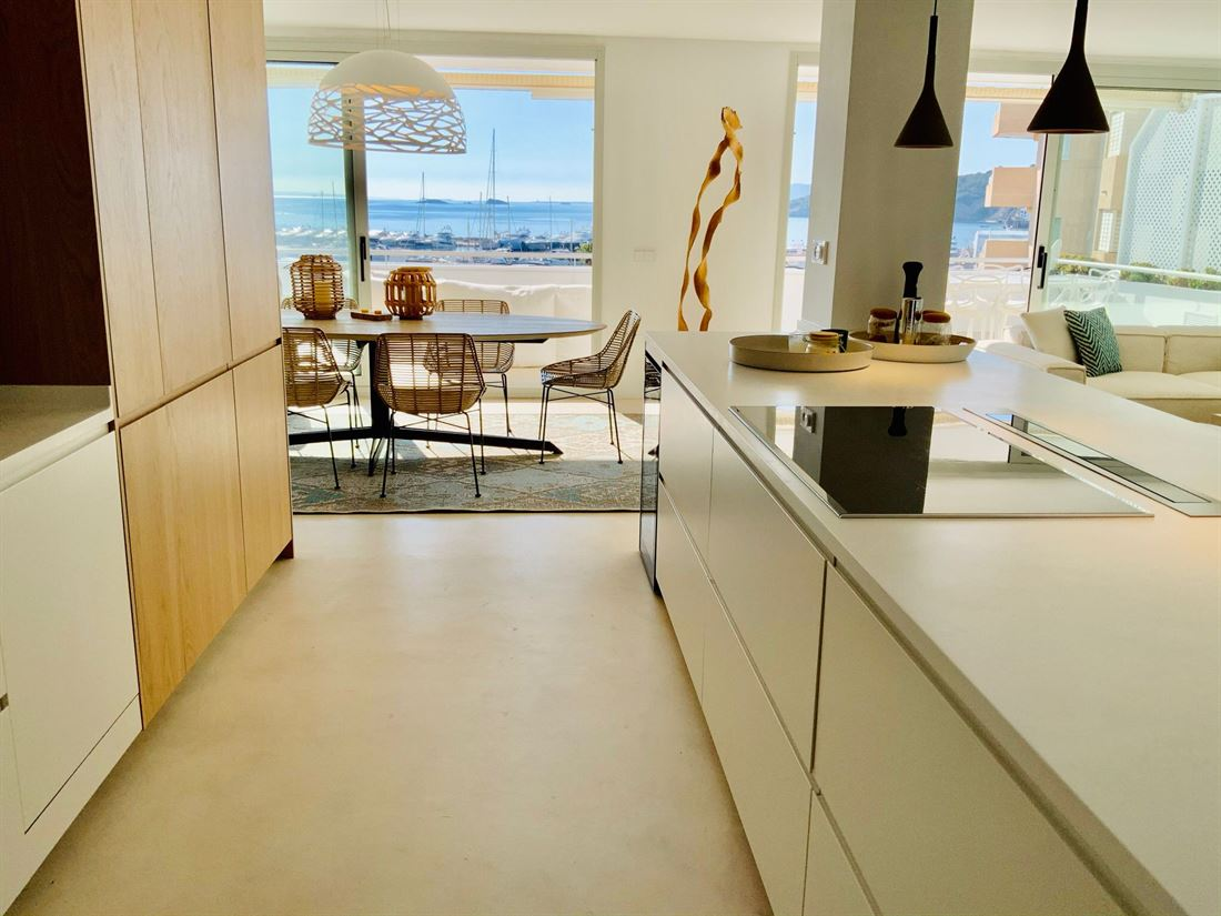 Beautiful luxury apartment with views in the prestigious area of Marina Botafoch
