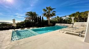 Modern 6 bedroom villa in Vista Alegre with sea views and rental licence