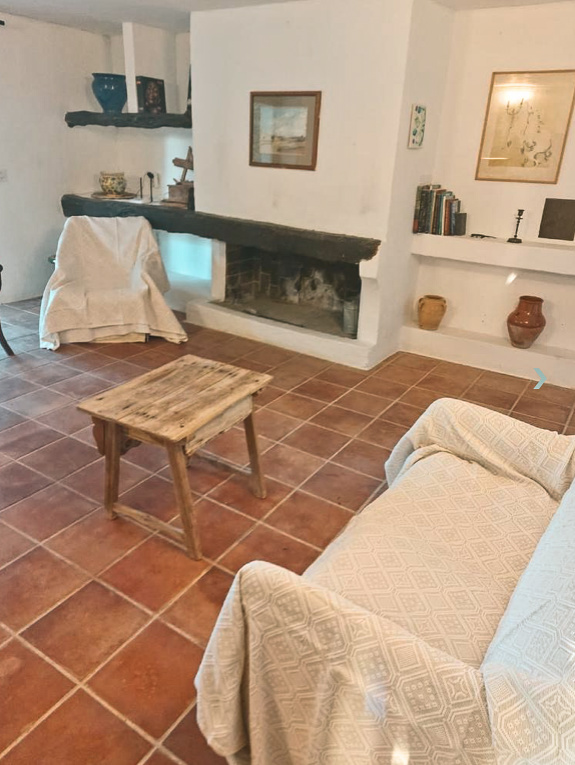Rustic finca with great views of the surrounding valley and the church of San Miguel