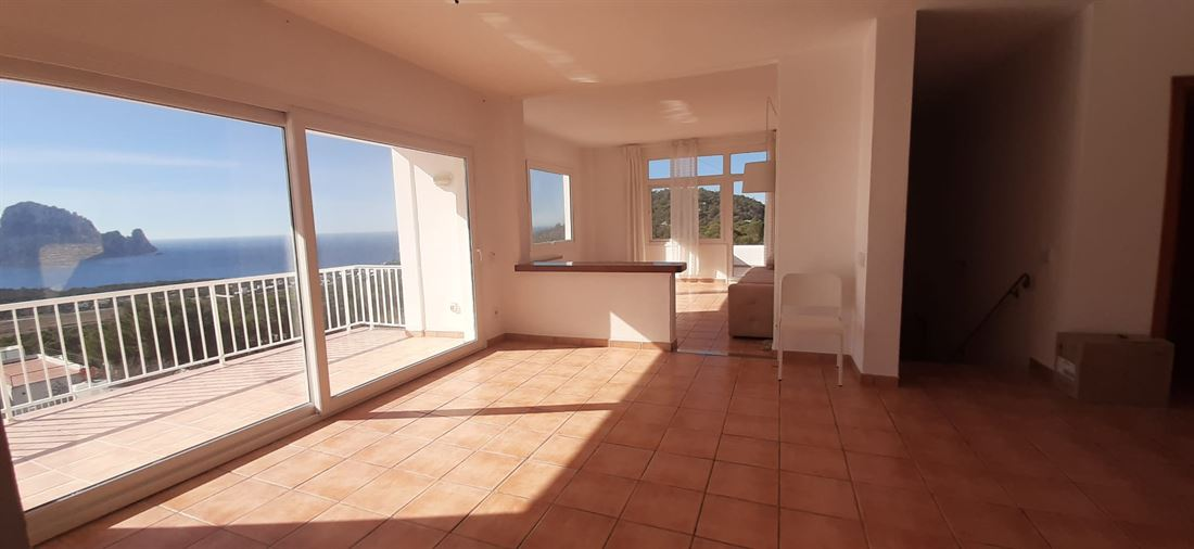 Finca with impressive views to Es Vedra and Poniente in Cala Carbo