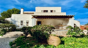 House in Ibiza of 160 m2 only 300 m from the beach