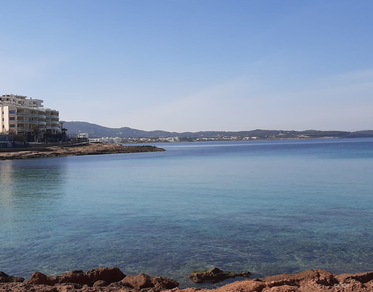 House of about 240m2 for sale in front of the sea