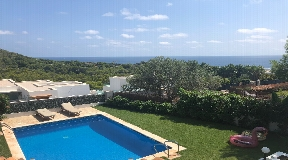 Villa for sale in Cap Martinet with views and possibility of extension