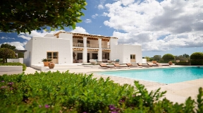 Blakstad villa for sale with 1.6 hectares of land in Santa Gertrudis