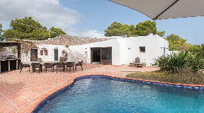 Completely renovated villa located in the area of Port des Torrent region