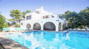Villa for sale with tourist licence and fabulous rental income