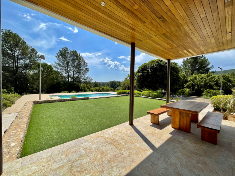 Modern house off grid close to Santa Gertrudis with rental license