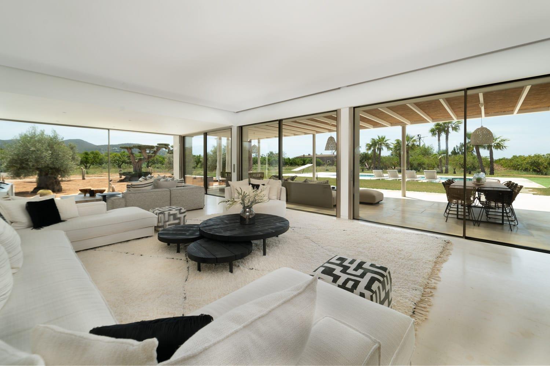 Beautiful newly built villa just a few minutes from Ibiza