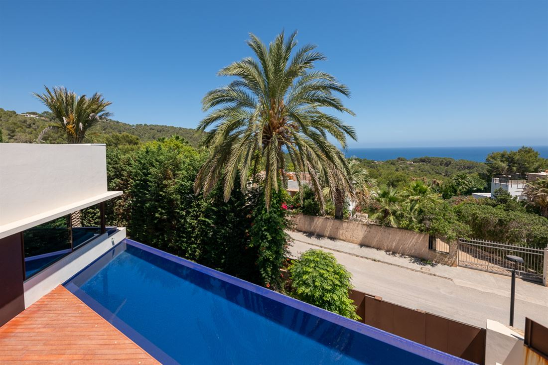 New exclusive listing located in Cap Martinet with rental license