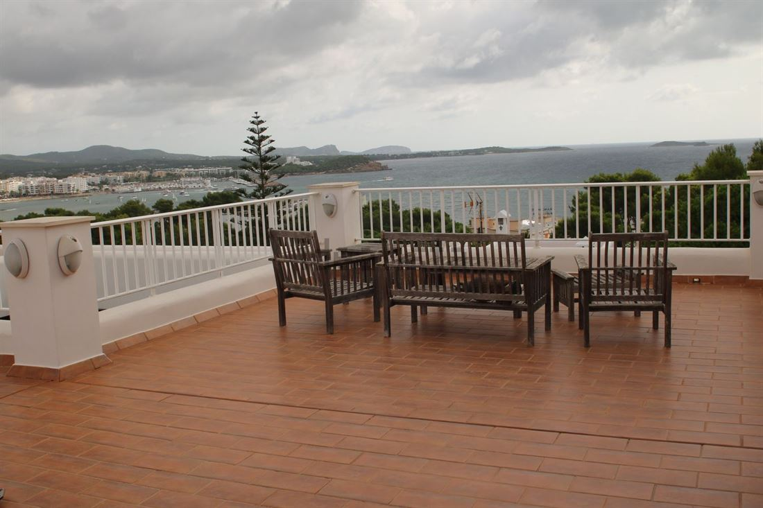 Large Villa with a plot area of about 940 m2 with sea views in Santa Eulalia
