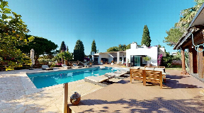 Magnificent villa overlooking the golf course in Roca Lisa