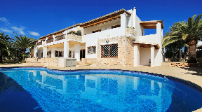 Amazing spacious villa with a main house and Two independent apartments close to Ibiza town