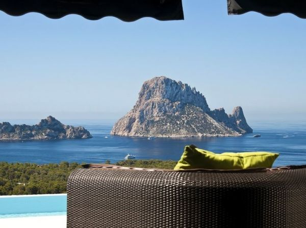 Luxury apartment with three bedrooms in Cala Carbó for sale