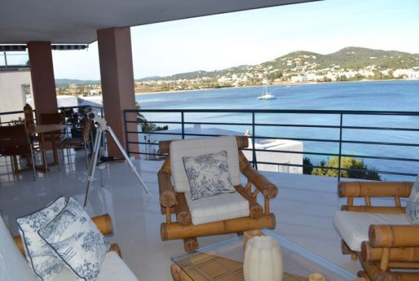 Spacious luxury apartment with three bedrooms in Marina Botafoch for sale