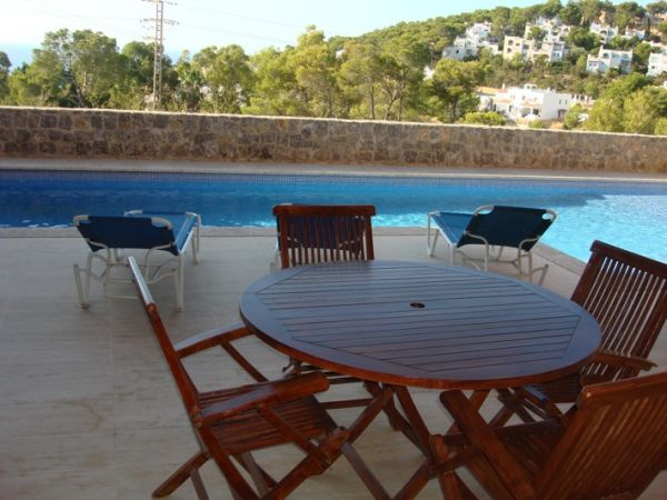 Four bedroom apartment for sale with pool in Cala Carbo